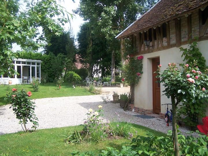 Maison de charme proche lac, jardin spacieux