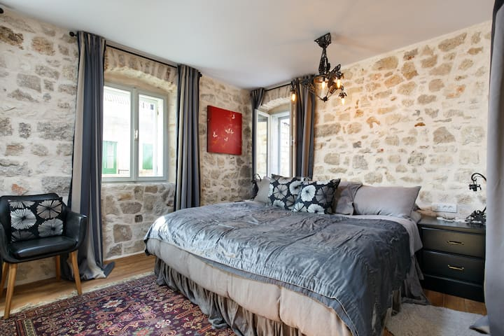 Room Lina, Hidden House, friendly boutique B&B - Stari Grad - Bed & Breakfast