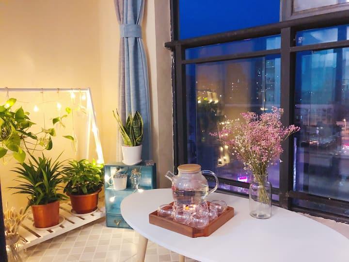 江韵◆CBD【北欧风情】落地窗公寓/夷陵广场/美食、购物、旅游