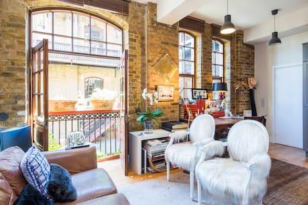 Stylish Studio by Battersea Park - London