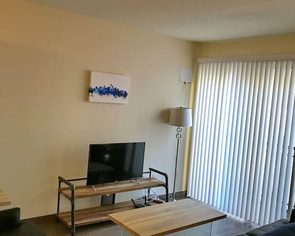 Amazing 1BR Suite in Pioneer Square w/ Balcony