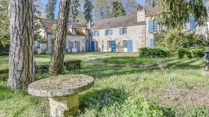 Grande demeure en bordure du château de Chantilly