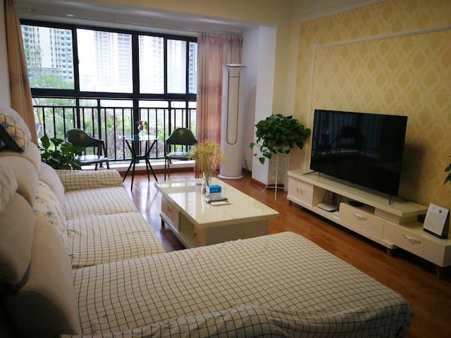 客厅:大3匹空调保您夏天不热冬天不冷。