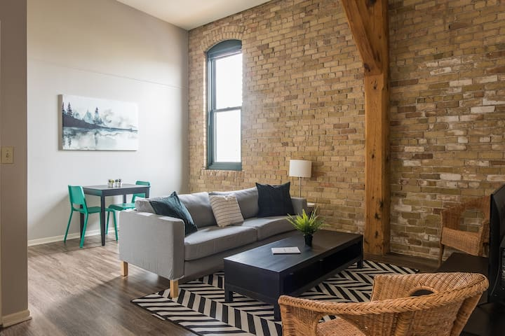 Unique + Trendy 1BR Apt in Warehouse District
