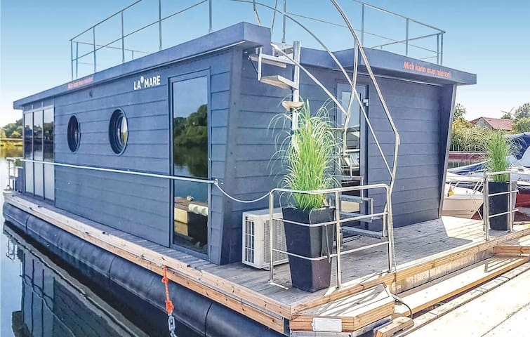 Houseboat with 2 bedrooms on 40m² in Göteborg