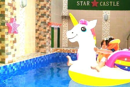 STAR CASTLE : Cozy Home Batu Malang(Pool&Jacuzzi)