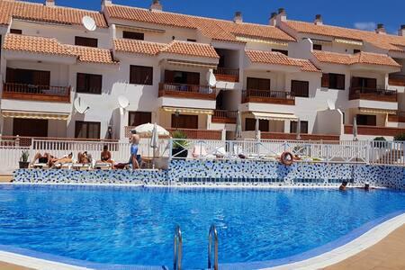 las americas 1 bedroom quiet complex with pool