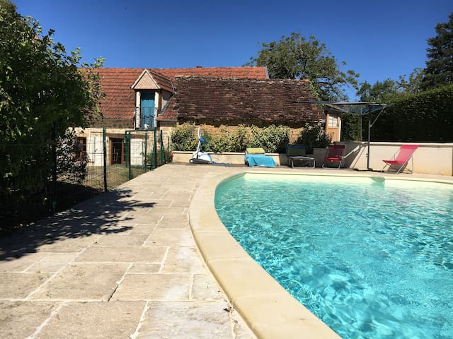 Vacation home with pool in France - Cavagnac - Casa