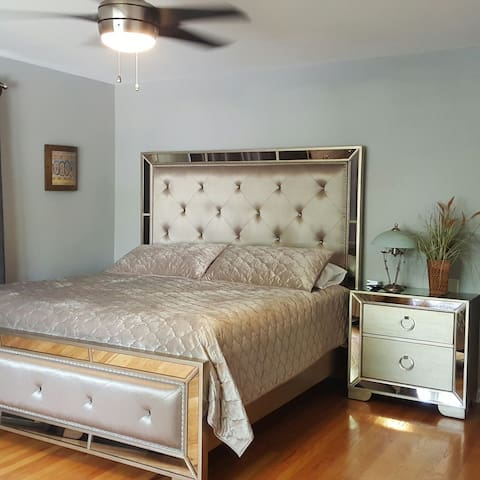Traveling Executive, King Bedroom, 2nd & Bath ! - Allentown