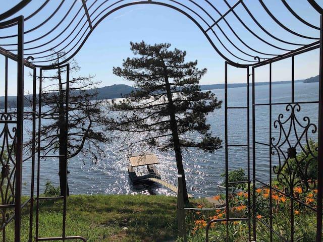Bison's Bluff - An Unforgettable Lake Lodge