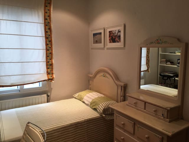 Single room in Madrid's best area