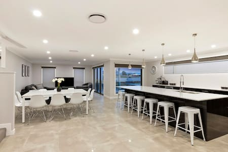 Rise House Hobart - Luxury family home