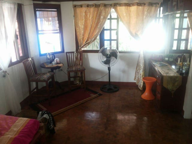 Subic Bed & Breakfast Fan room - Subic - House