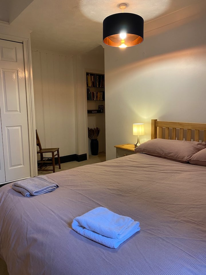 Clean, comfortable & convenient for Lyme Regis
