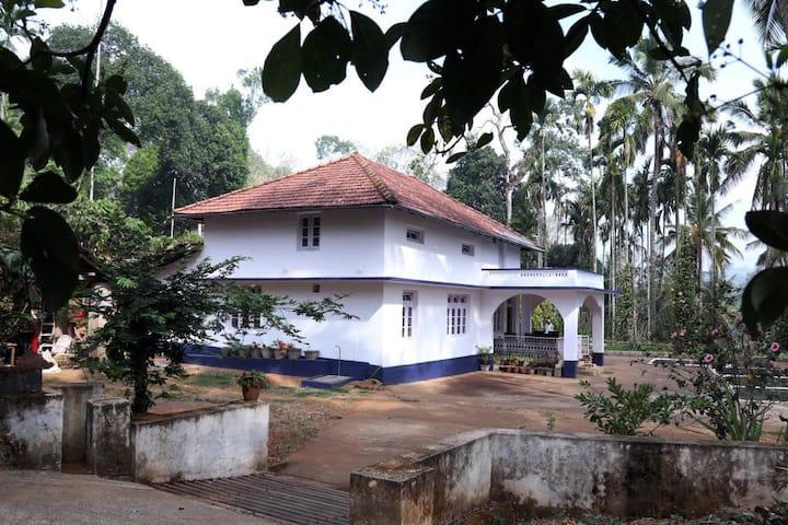 River Turn Estate (Room 3)