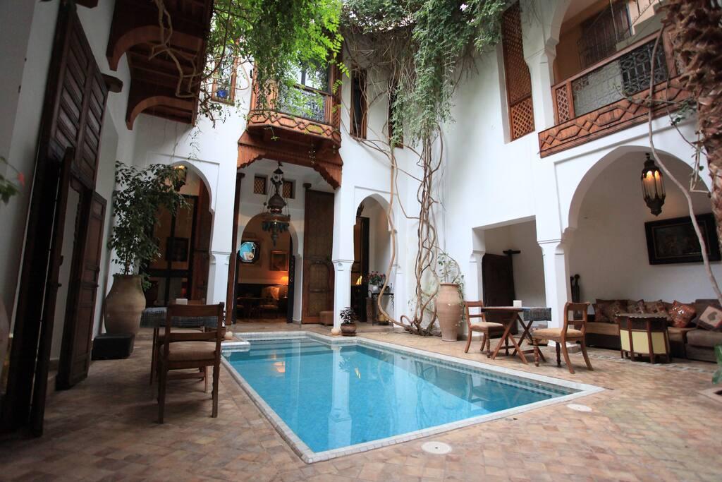 Le patio piscine du riad LYLA. Cette piscine est chauffée