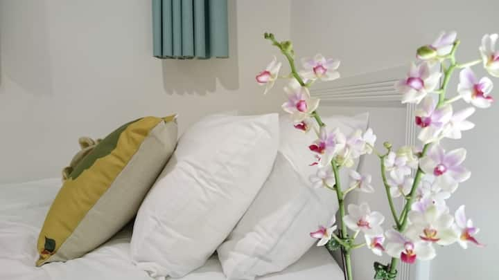 Bright and Homey Room(AirportMRT Sanchong Station)