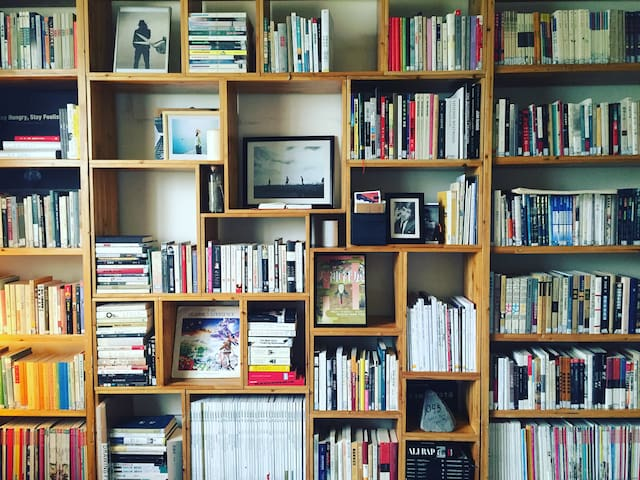 Artistic book space Apt in Lanzhou