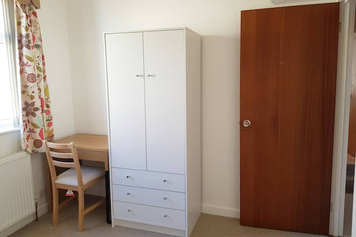 Attractive single room near Cambridge