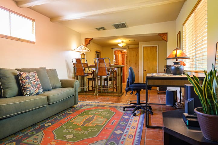 Secluded Guest House in Historic Central Phoenix
