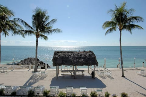 Beachside Unit 34- Pool, Private Beach and Tiki's!