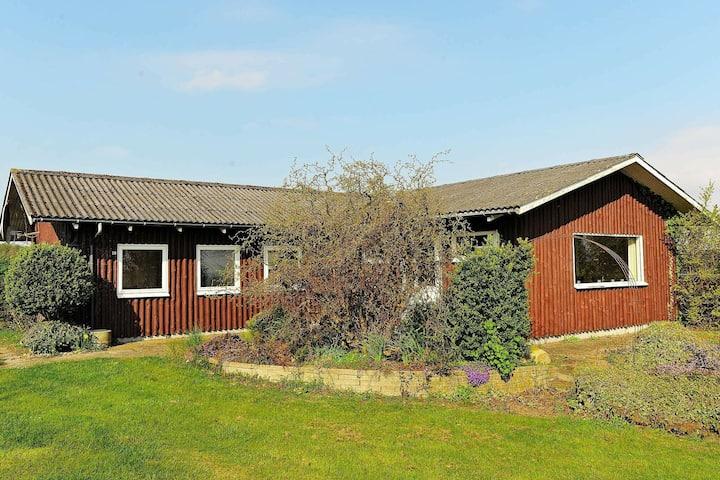 Tranquila casa de vacaciones en Børkop cerca del mar
