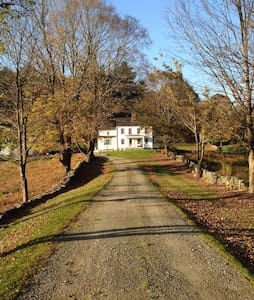 19 acre country estate, ~1 hour from NYC. - Katonah - บ้าน