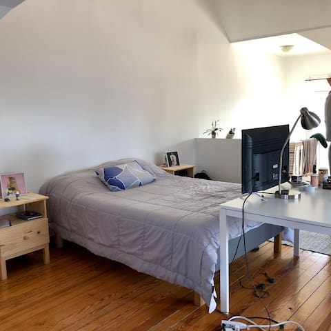 Huge room, with plenty of sunlight!