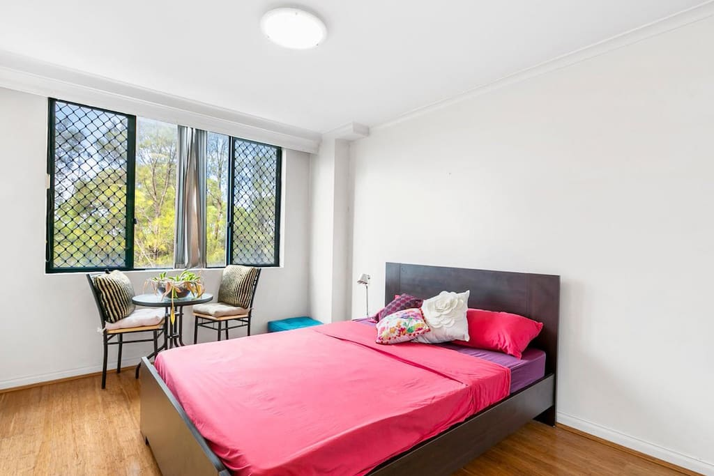 Huge bedroom furnished in two styles – chic and rustic, in blue and pink tones.
