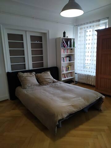 Chambre tout confort et très agréablement situé.