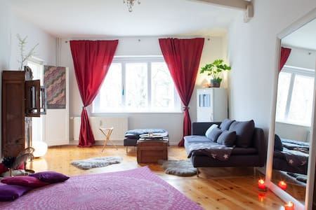 Best located 2 room Studio with cosy fireplace -