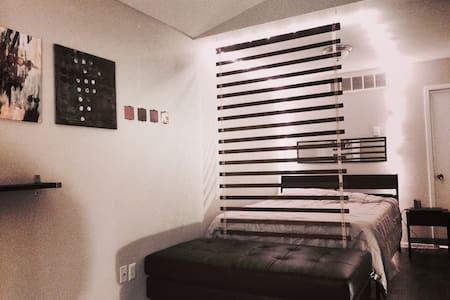 Modern North Austin Studio - Austin - Apartment
