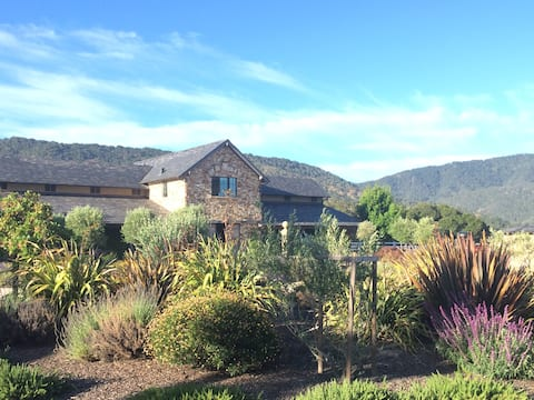 Luxury Apartment Over Barn in Carmel Valley