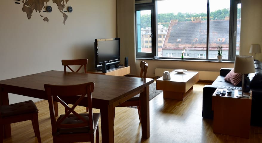 Modern & Chic Large 1 Bedroom - Prague Karlin Area