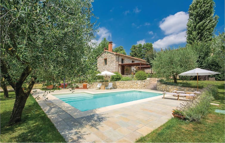 Holiday cottage with 1 bedroom on 100m² in Vaiano (PO)