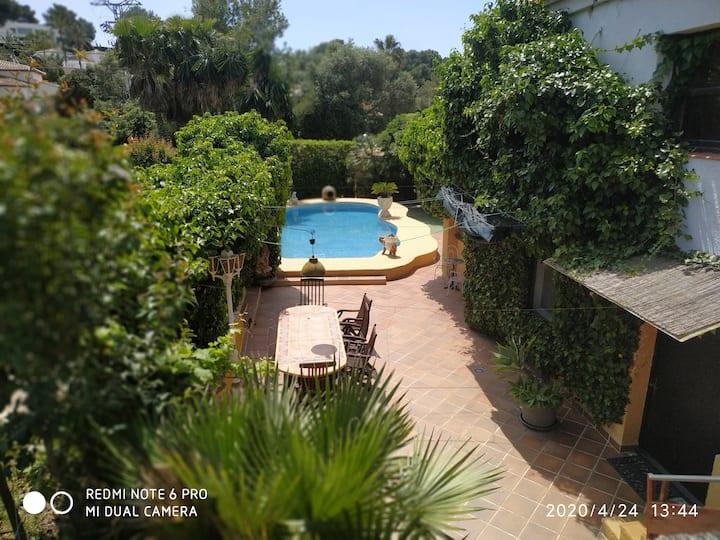Villa mit großem Garten, viel Ruhe und Pool