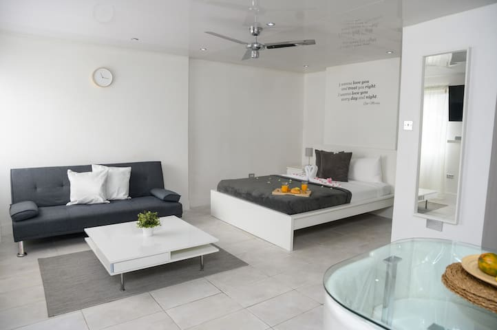 Eshae Living - Newly Refurbed Studio Apartment!