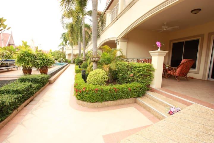 Very Large 1 Bedroom Apartment in Beautiful Resort