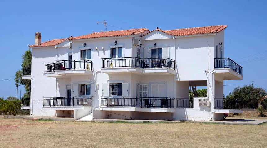 Appartment with easy access to elafonissos (Simos) - Vigklafia - Byt