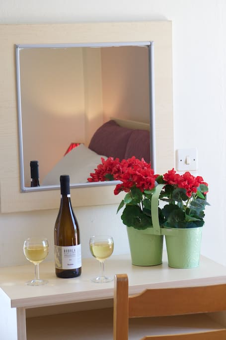 Garden view studio apartamentos para alugar em lourdata for Piani casa carina