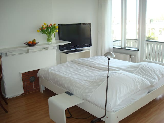 Auping beds, TV, wifi, balcony