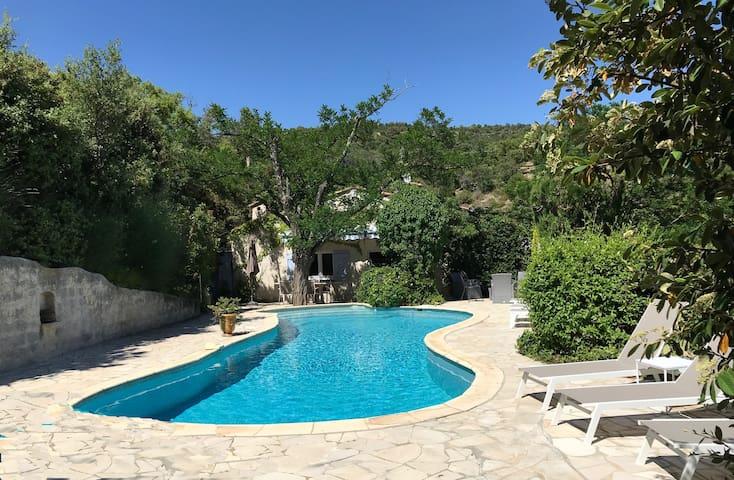 maison nichée dans la verdure villa  in a green oasis of peacefulness