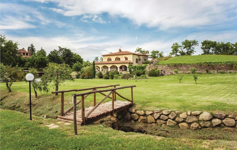 Semi-Detached with 3 bedrooms on 140m² in Castel del Piano (GR)