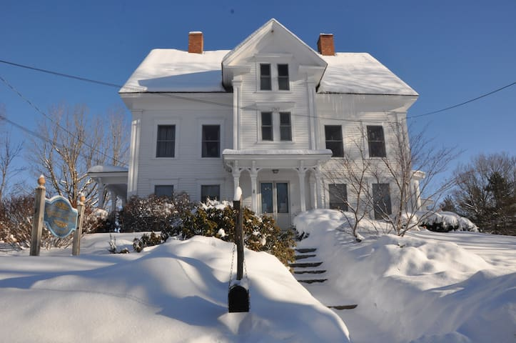 Luxury B&B on a Mountain Lake - Andover - Bed & Breakfast