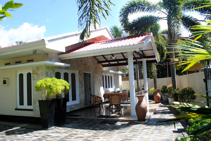 Lovely villa in modern style close to the beach
