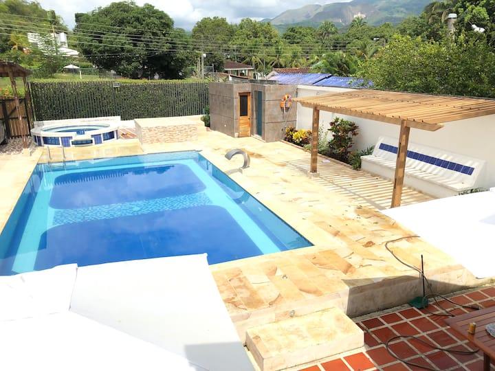Hermosa Casa de Verano / piscina privada - Melgar.