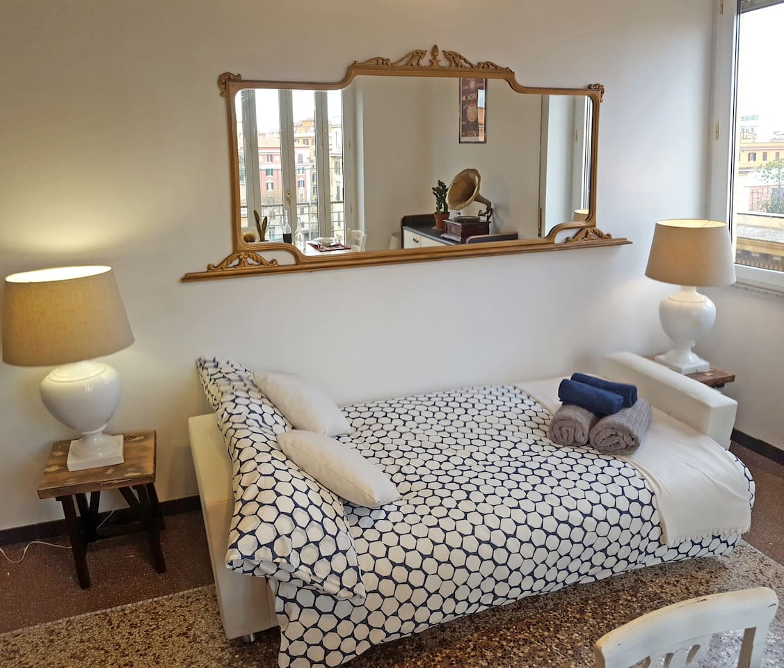 Private sunny double room for great holiday!