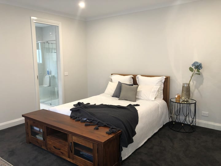 Spacious Private Room in Balwyn North