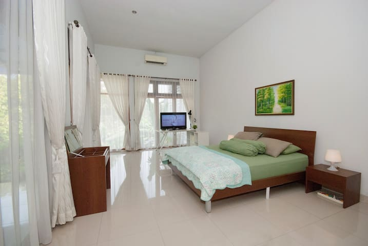 Master Bedroom with Aircon & TV