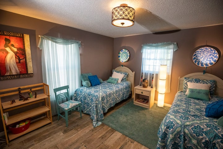 Twin beds shared room near Disney, rural